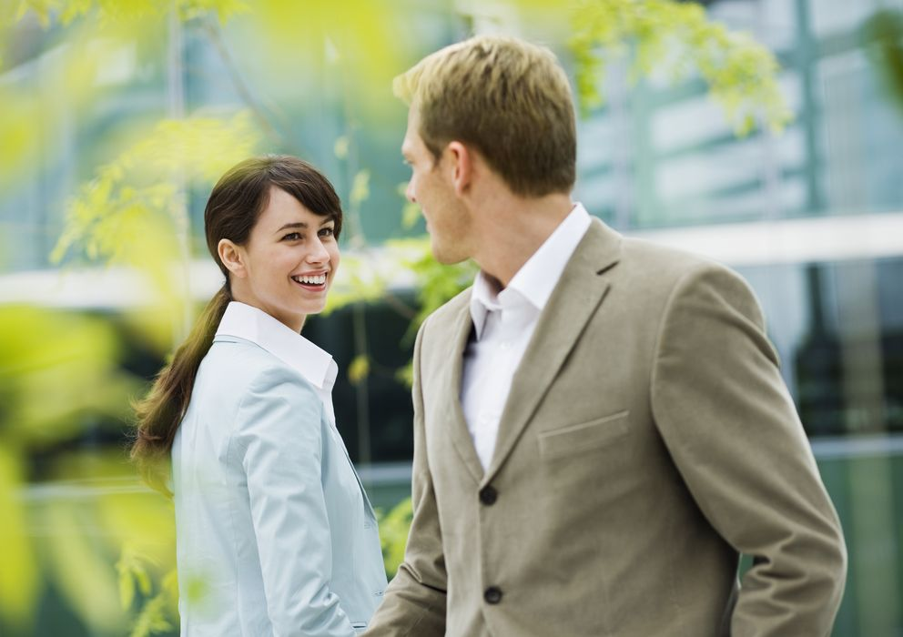 Conocer a otras personas teniendo pareja