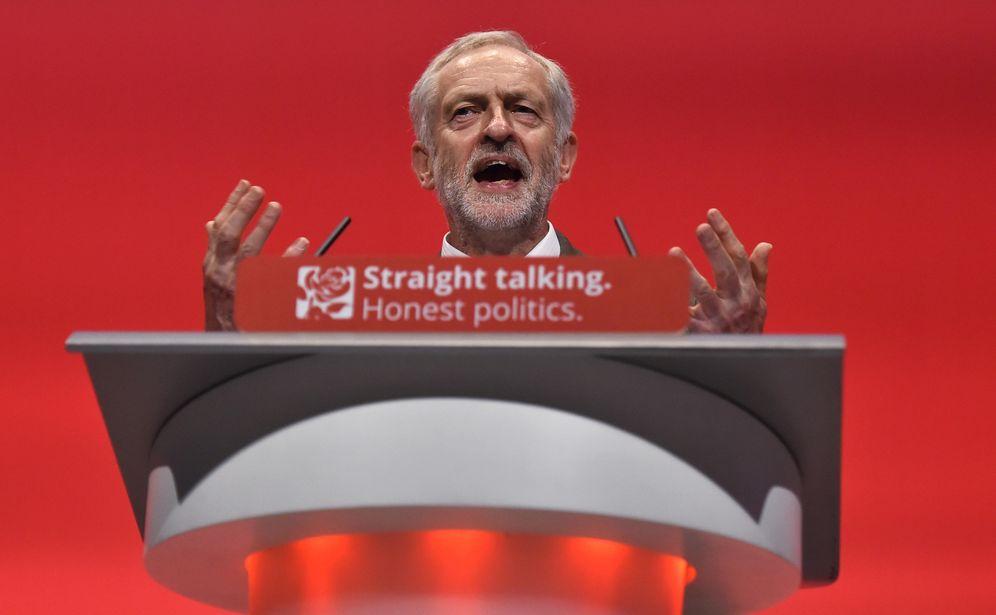 Foto: El líder de la oposición británica, Jeremy Corbyn, se dirige a las filas laboristas durante la conferencia anual del partido en Brighton (Reuters).