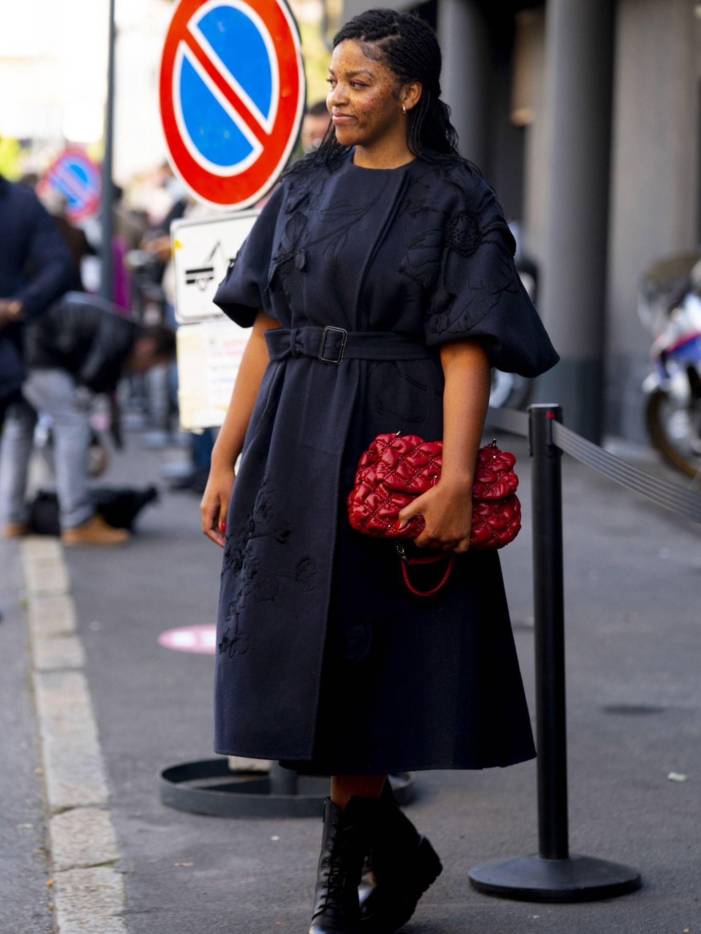 Un vestido romántico de color negro. (Imaxtree)