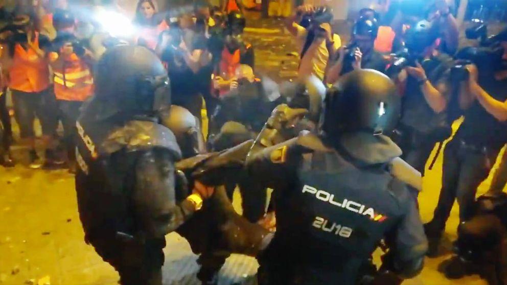 Un policía herido tras recibir una pedrada en la cabeza en Barcelona