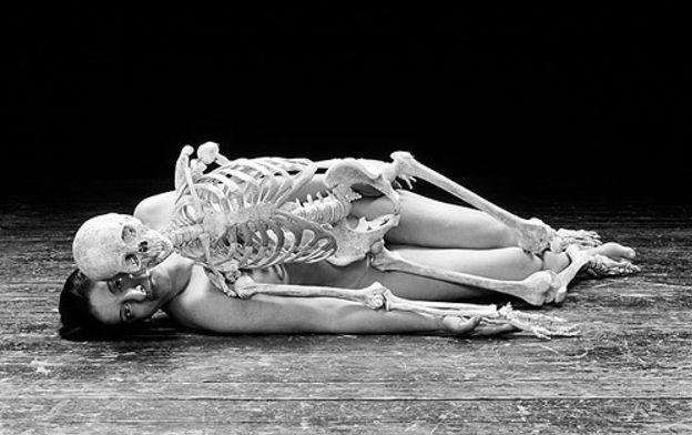 Foto: Marina Abramovic, la artista que creó con su cuerpo, en el MoMA