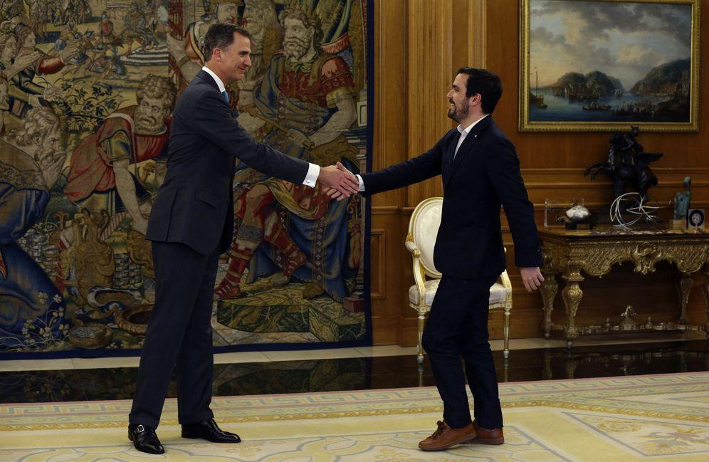 Foto: El Rey recibe en el palacio de la Zarzuela a Alberto Garzón, este 25 de abril. (EFE)