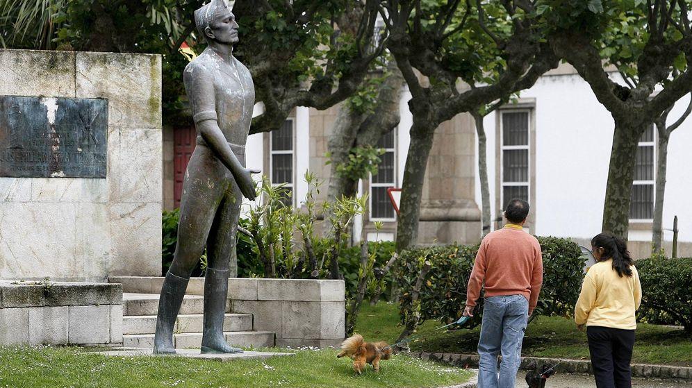 Foto: Fotografía de archivo del monumento levantado en A Coruña en honor a José Millán Astray, fundador de la Legión. (EFE)