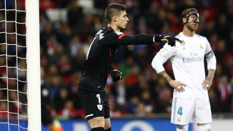 Kepa, junto a Sergio Ramos, durante el último Athletic-Real Madrid. (FOTO: Cordon Press)