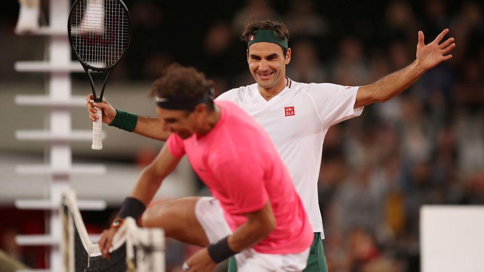 Foto: Rafa Nadal y Roger Federer en Ciudad del Cabo. (Reuters)