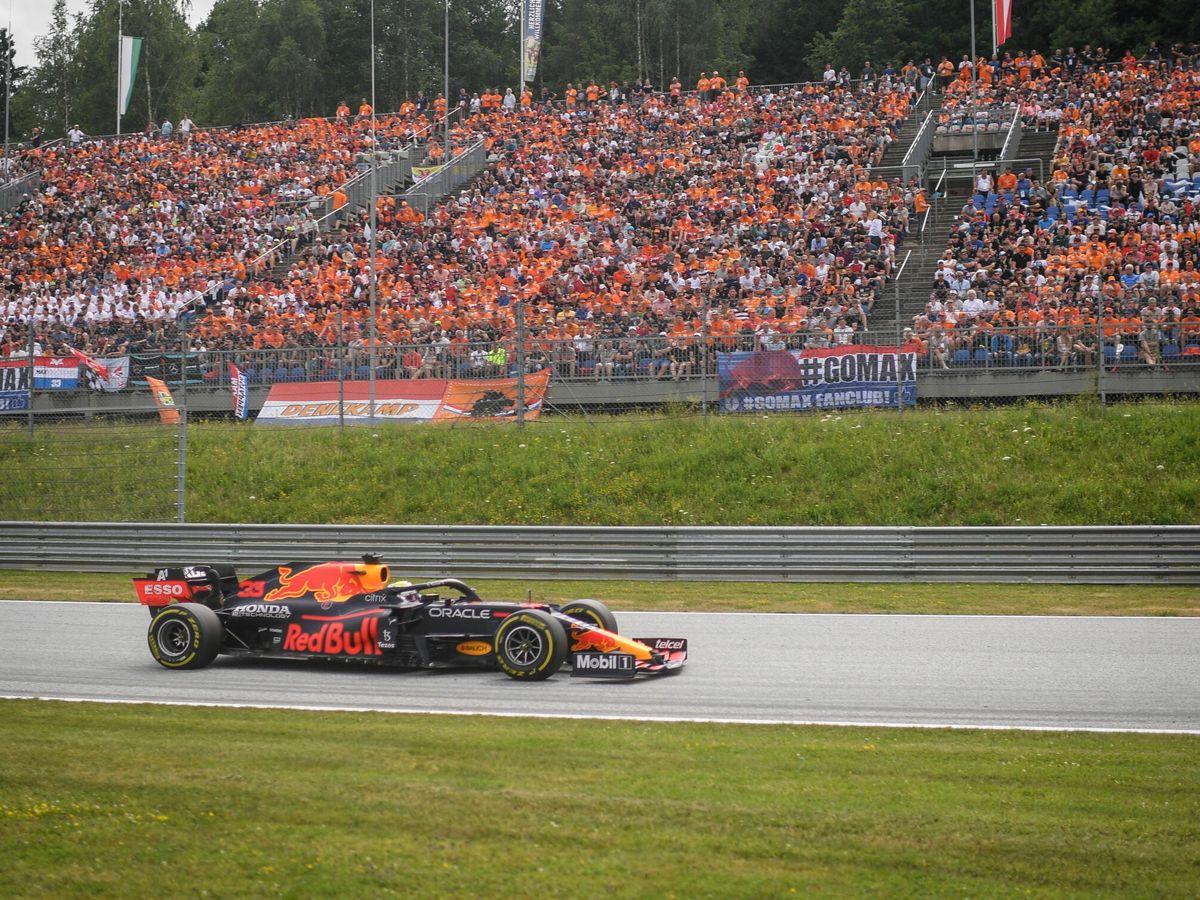 Foto: Max Verstappen junto a su ruidosa afición