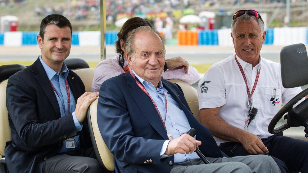 El Rey Juan Carlos, un corredor más en Jerez, pero en 'Papamóvil'
