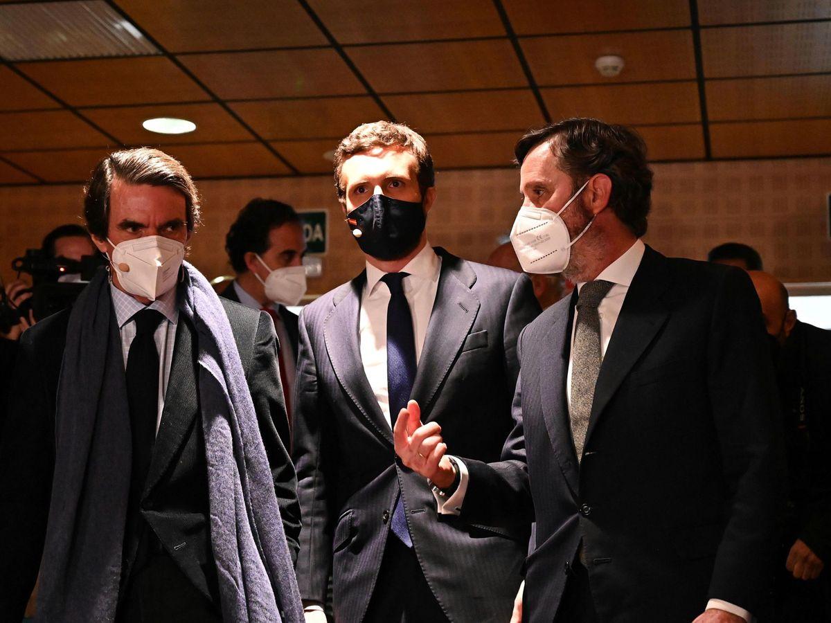 Foto: El expresidente del Gobierno José María Aznar (i) y el presidente del PP, Pablo Casado. (EFE)