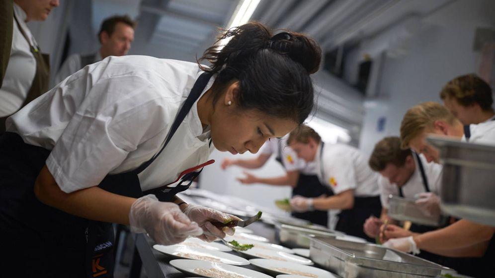 Foto: La chef Elizabeth Landeo en acción.