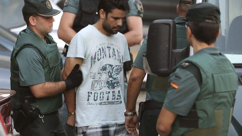Foto: El detenido Salah El Karib fue conducido este martes por la Guardia Civil a la Audiencia Nacional. (EFE)