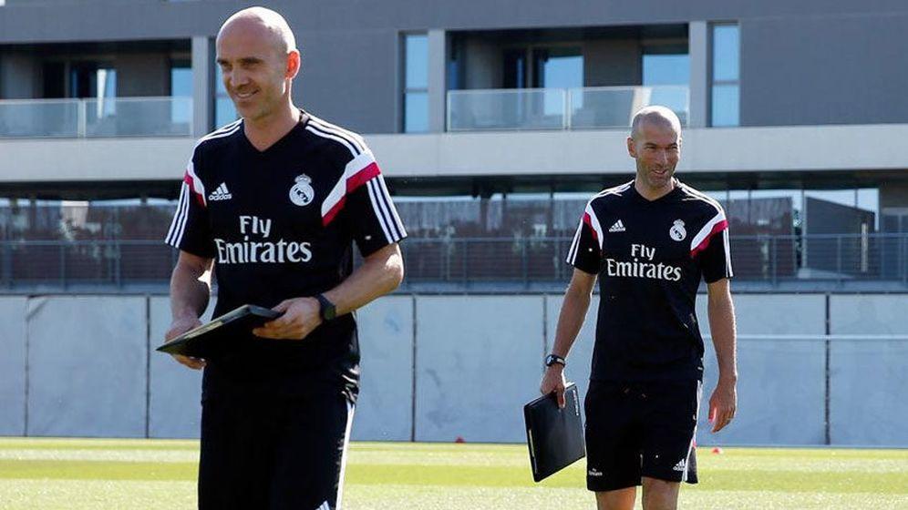 Foto: Davi Bettoni (I), junto a Zidane (d) en un entrenamiento del Real Madrid