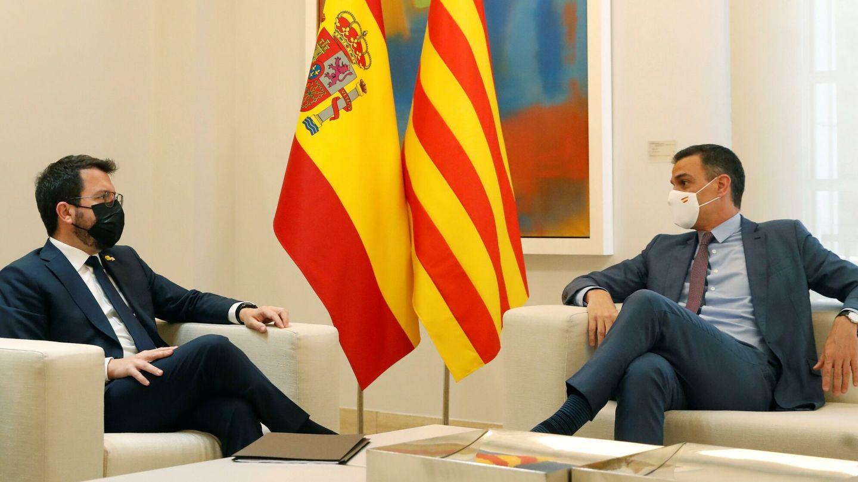 El presidente del Gobierno, Pedro Sánchez, con el de la Generalitat, Pere Aragonès. (EFE)