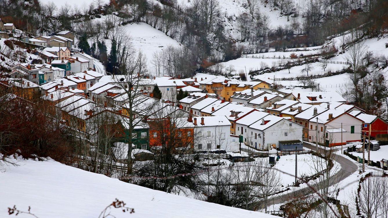 La nieve afecta ya a 80 carreteras de todo el país y 15 de ellas han sido cortadas