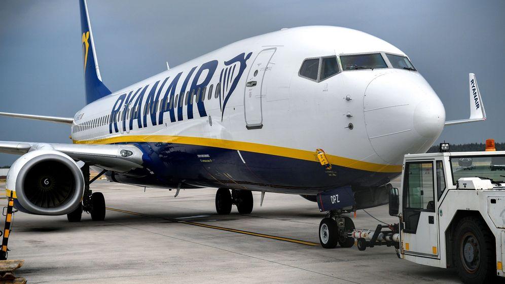 Foto: Un avión de Ryanair permanece estacionado en la pista en el Aeropuerto de Baja Renania en Weeze, Alemania, donde los pilotos están de huelga. (EFE)
