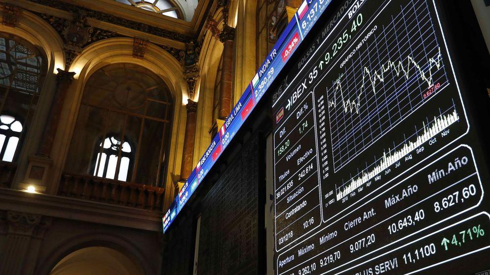 Foto: Vista general de un panel de la Bolsa de Madrid. (EFE)