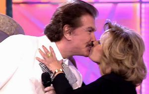 María Teresa y Bigote Arrocet se besan en '¡Qué tiempo tan feliz!'