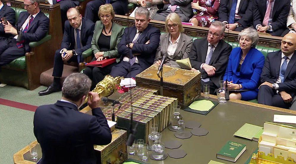 Foto: Theresa May durante la votación de la moción de censura en el Parlamento. (Reuters)