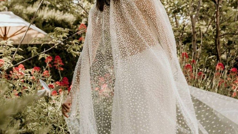 Un diseño clásico y sencillo, las joyas... Todo sobre el vestido de novia de Sandra Gago