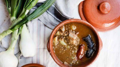 Lentejas guisadas con chorizo y morcilla, santo y seña de los platos de cuchara