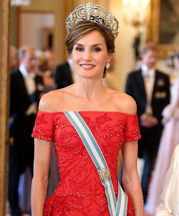 Foto: La reina Letizia posa antes de una cena oficial en Londres. (EFE)