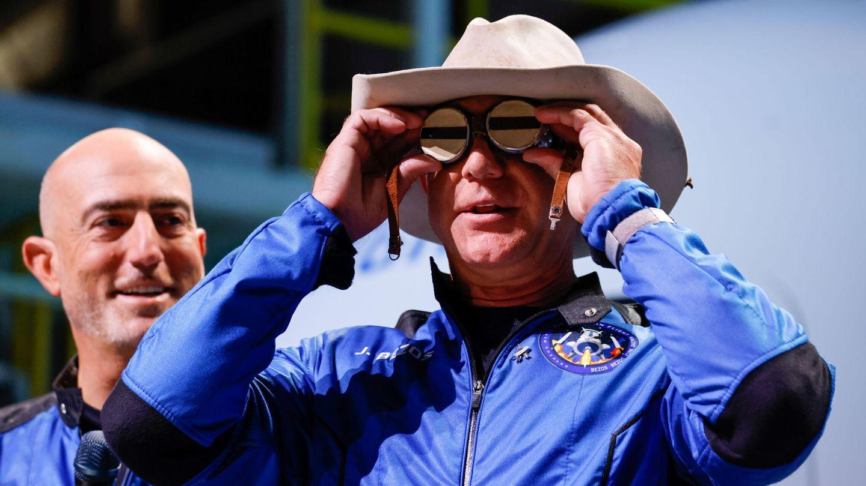 Jeff Bezos, de cowboy espacial a vendedor de crecepelos