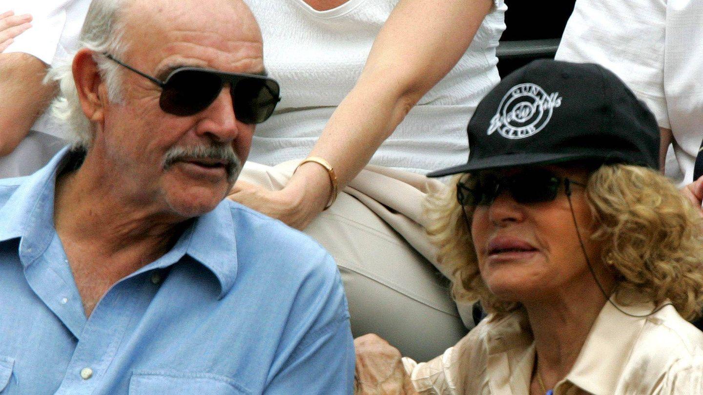 Sean Connery y su esposa, Micheline, en el año 2010. (EFE)