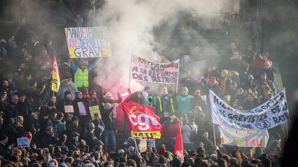 Foto: Protestas en Francia por la reforma de pensiones de Macron. (EFE)