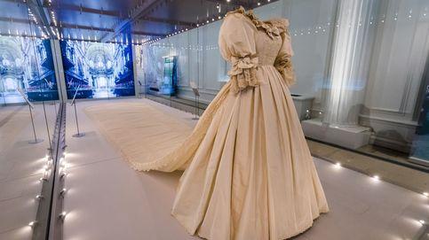 El vestido de novia de Lady Di vuelve a ver la luz tras 25 años gracias a Guillermo y Harry