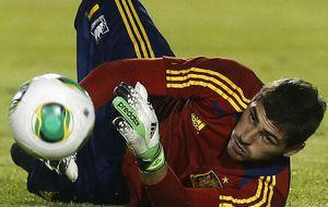 Del Bosque cumple su promesa y convoca a Casillas con España