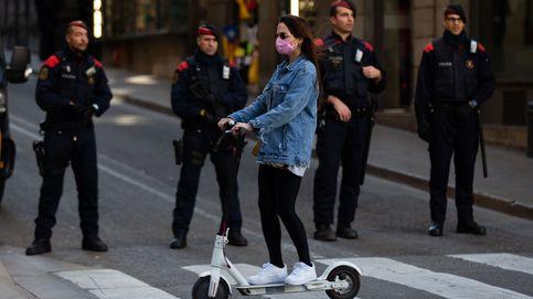 Barcelona quiere que el casco y el seguro sean obligatorios al usar patinetes eléctricos