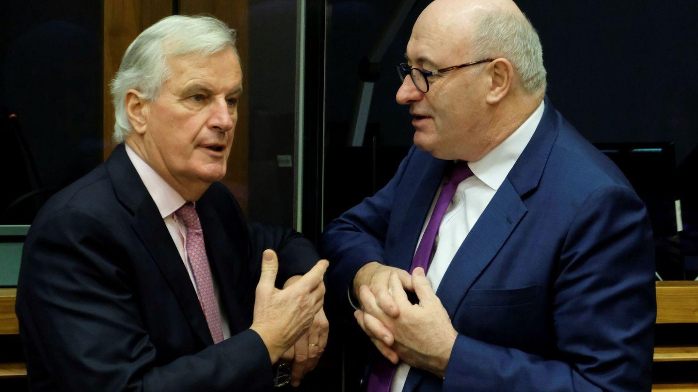 Hogan charla con Michel Barnier, negociador jefe del Brexit. (EFE)