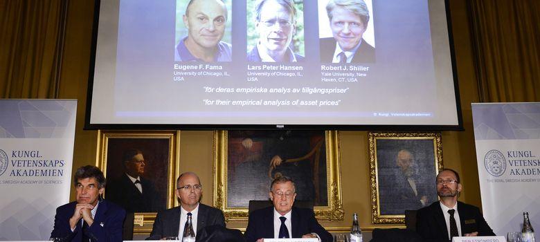 Foto: Miembros de la Real Academia de las Ciencias Sueca anuncian los ganadores del Premio Nobel de Economía. (REUTERS)