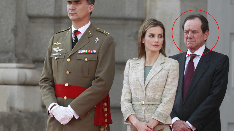 Foto: Jaime Alfonsín, jefe de la Casa de Su Majestad el Rey, junto a los reyes Felipe VI y Doña Letizia.