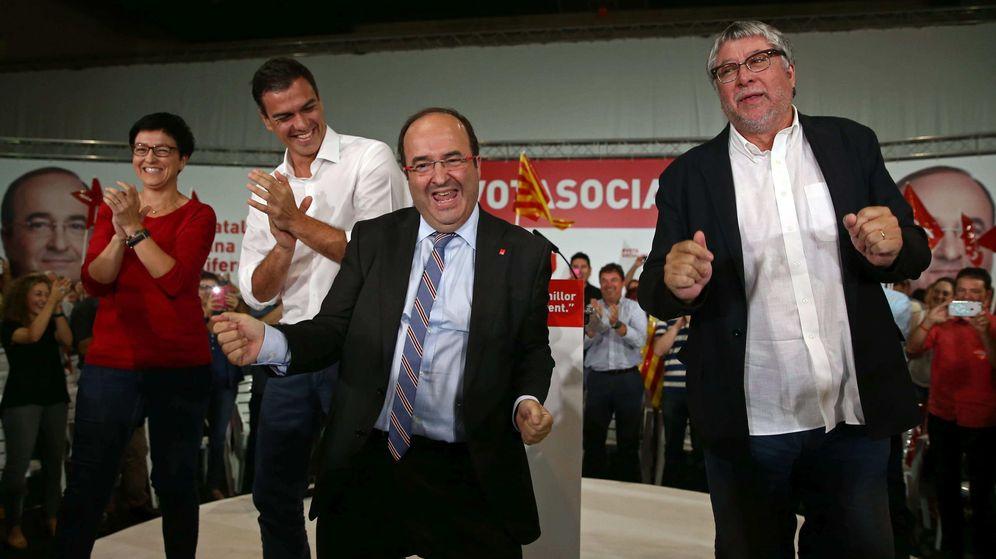 Foto: Miquel Iceta (PSC) baila en un acto de campaña en Cornellà de Llobregat, Barcelona. (EFE)