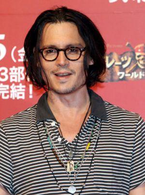 """Johnny Depp dice que la enfermedad de su hija fue su """"momento más oscuro"""""""