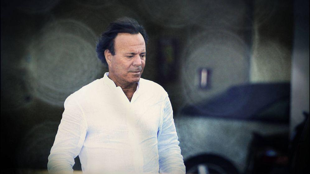 Foto: El cantante Julio Iglesias en un fotomontaje realizado en Vanitatis. (Gtres)