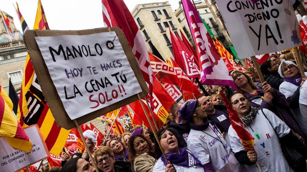 Foto: Huelga con motivo del Día de la Mujer para denunciar la brecha salarial y la desigualdad que aún sufren las mujeres. (EFE)