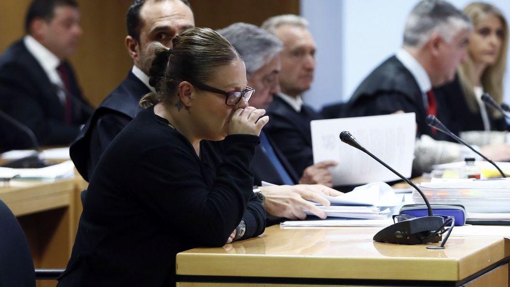 Foto: Beatriz López se sienta hoy en el banquillo. (EFE)