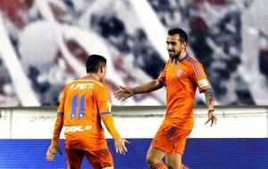 El Valencia se lleva demasiado premio de Vallecas y la Real deja vivo al Oviedo
