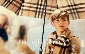 Romeo Beckham vuelve a Burberry por Navidad