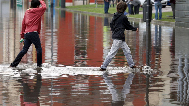 Las fuertes lluvias que se esperan para hoy activan la alerta por inundaciones en Asturias