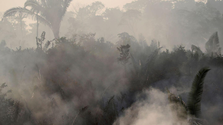 Humo cerca de Humaita, en la zona amazónica de Brasil. (Reuters)