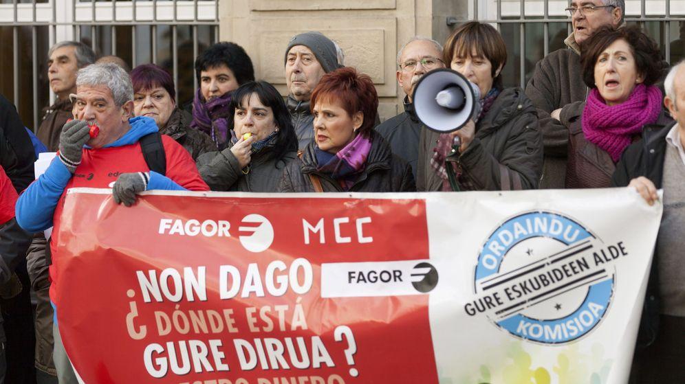 Foto: Afectados por las aportaciones voluntarias de Fagor durante una manifestación. (Efe)