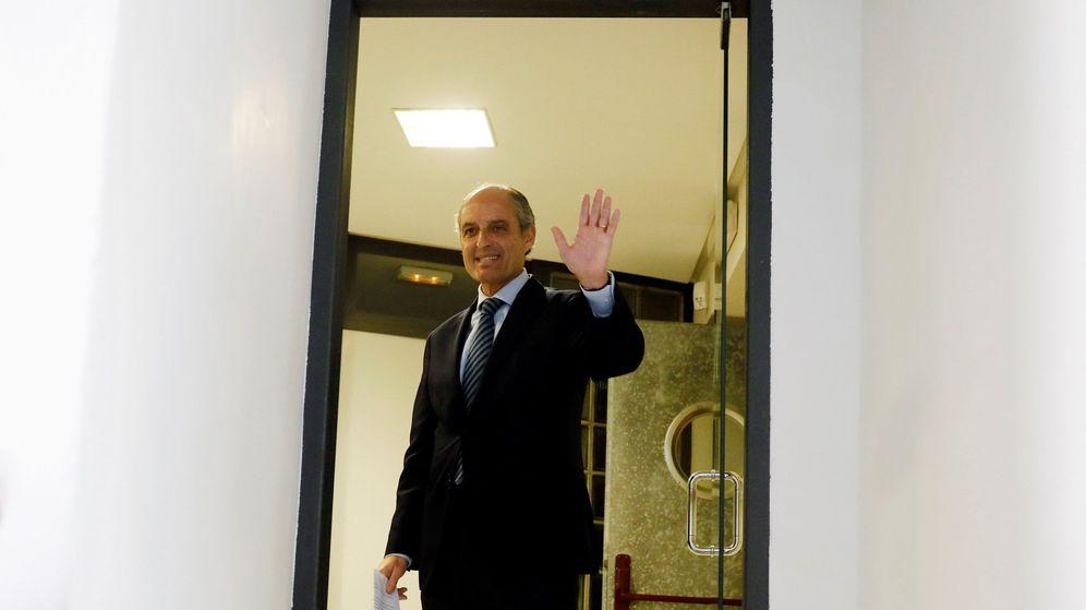 Foto: Francisco Camps a su salida del Consejo Jurídico Consultivo. (Efe)