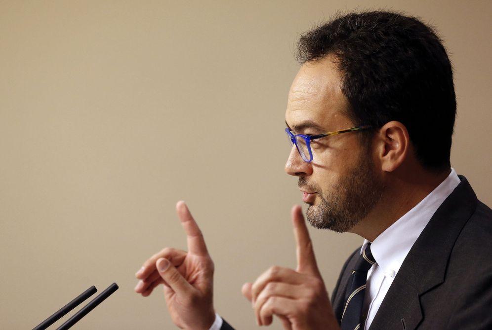 Foto: Antonio Hernando, este 11 de abril, en rueda de prensa en el Congreso. (EFE)