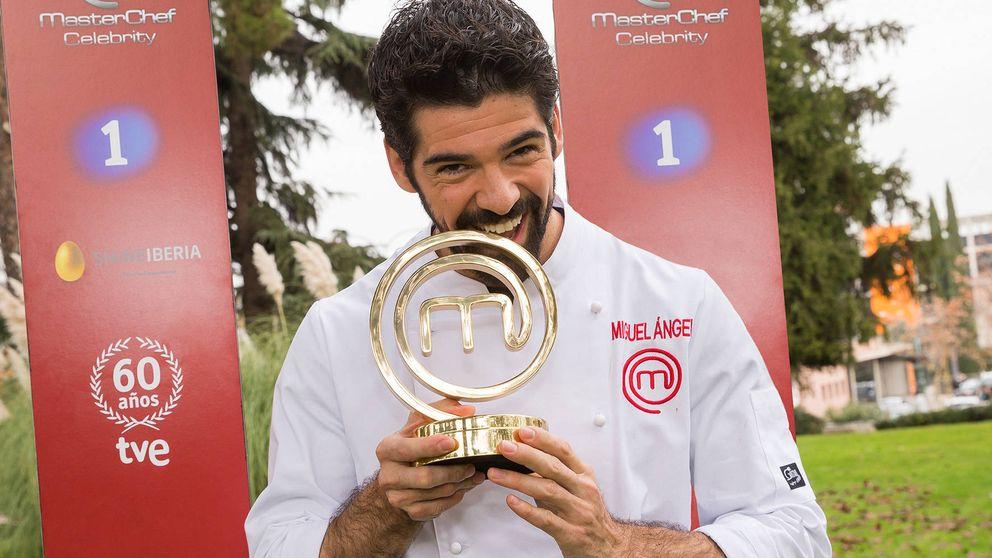 Miguel Ángel Muñoz, ganador de 'MasterChef Celebrity', entrega su premio a la Fundación Pequeño Deseo