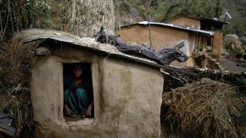 Mueren en Nepal una madre y dos niños sometidos a la tradición del 'exilio menstrual'