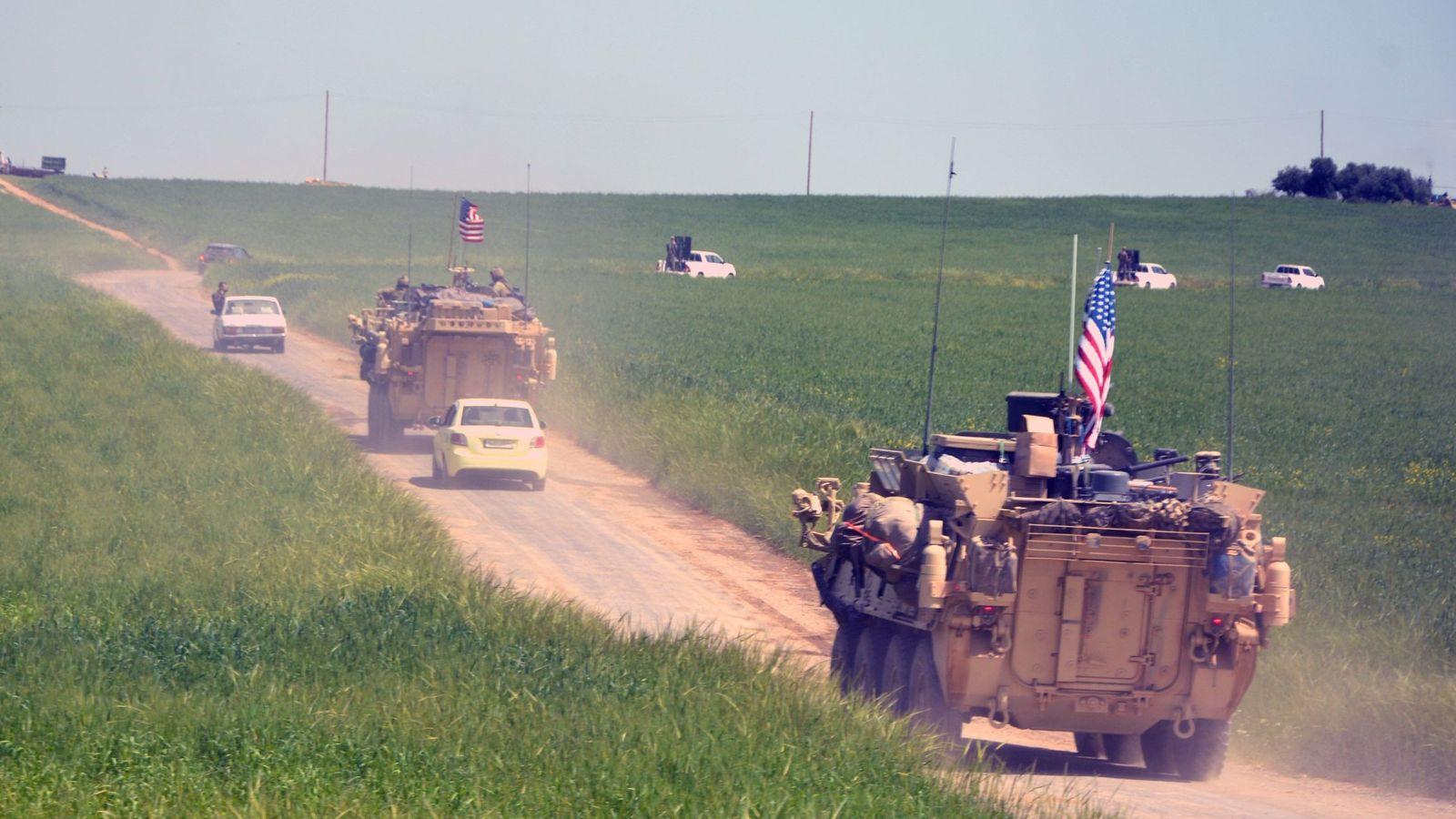 Foto: Un convoy del Ejército de Estados Unidos en la frontera entre Siria y Turquía. (EFE)