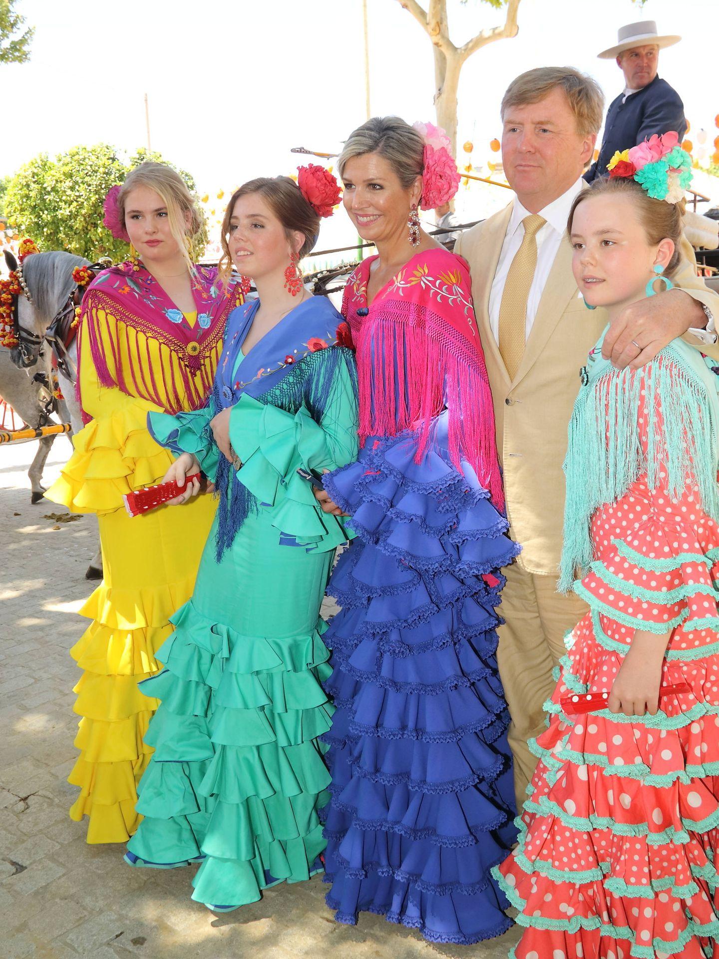 Los cuatro vestidos, perfectamente armonizados. (Lagencia Grosby)