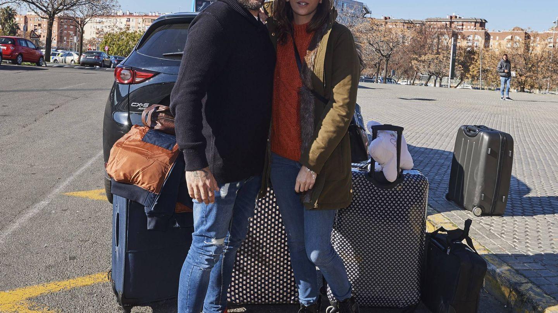 Kiko Rivera e Irene Rosales, en la estación del Ave. (Cordon Press)